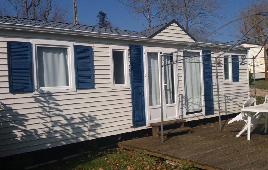 exterieur-m-h-6-8-pers-camping-aveyron - Location de mobil-home 6/8 au bord du lac deVillefrance